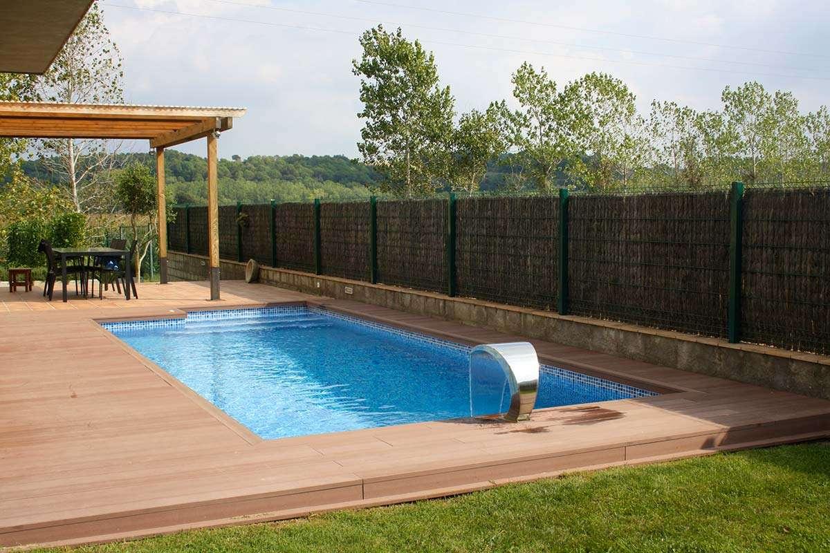 Piscina de acero de forma libre espai piscines graf en girona for Piscina acero