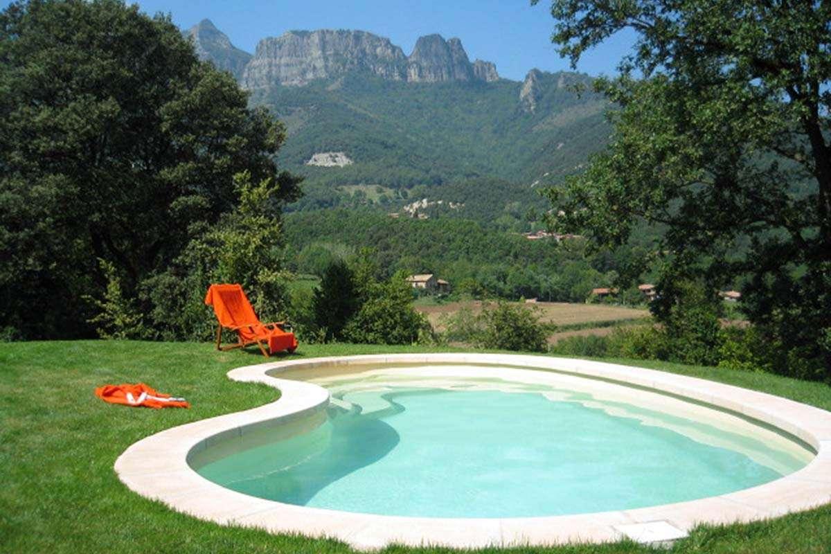 Instal·lació d'una piscina de polièster, Espai Piscines Graf model Ronyó