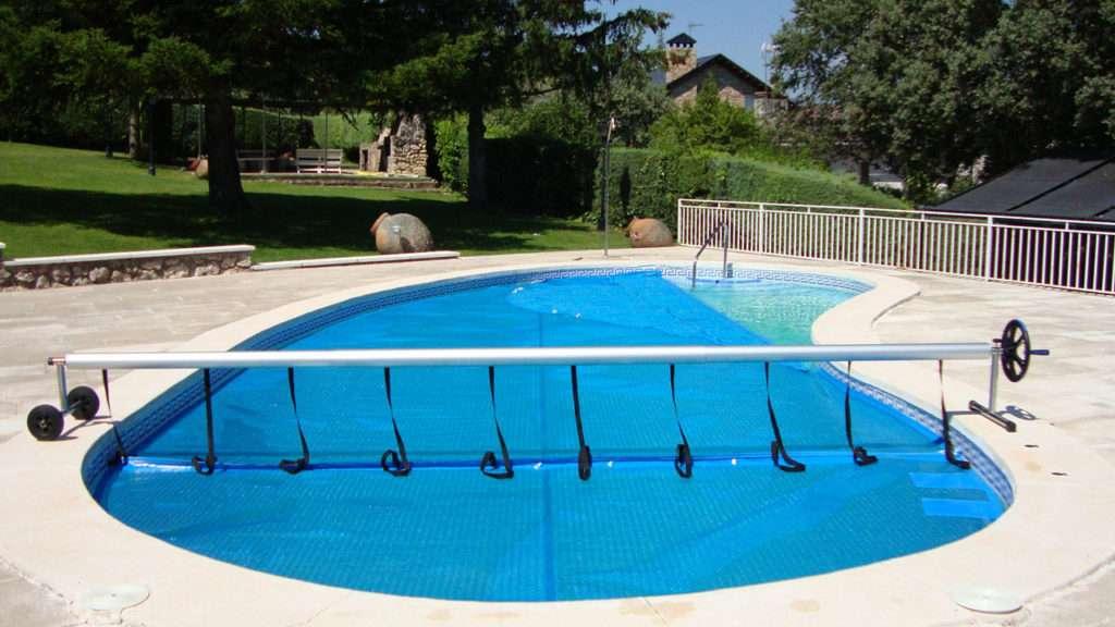 Cobertor solar per a piscines. Augmentar i mantenir la temperatura de l'aigua de la piscina. Espai Piscines Graf