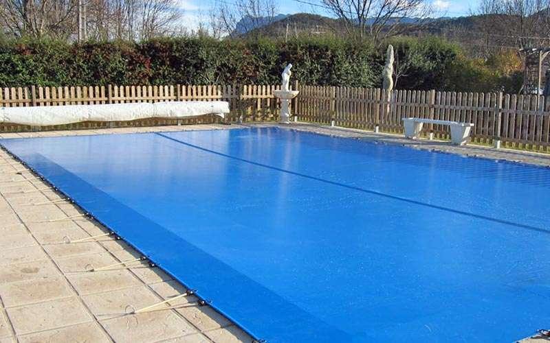 Lona filtrant tramuntana Espai Piscies. Augmentar i mantenir la temperatura de l'aigua de la piscina.. Espai Piscines Graf.